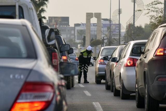 Sokağa çıkma yasağı süresince, acil durumlarda sokağa çıkma izni başvuruları İçişleri Bakanlığı'nın https://permissions.gov.ct.tr/street adresine yapılabilecek. Polis, Lefkoşa ve Girne ilçe sınırlarında izin belgesi kontrolü yapıyor.