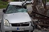 Manecioğlu, direksiyon hakimiyetini kaybetti, bir evin bahçe duvarına çarptı
