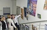 Meral Akıncı, tedavi gören hastaların resimlerinden oluşan sergiyi ziyaret etti