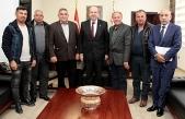 Başbakan Tatar  Taşeronlar Birliği Başkanı  Amca ve Yönetim Kurulu üyelerini kabul etti
