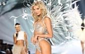 Victoria's Secret Meleği Hosk,  bornozlu fotoğrafıyla büyüledi