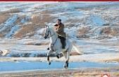 Kim Jong-un - Kuzey Kore lideri beyaz atıyla kutsal Paektu Dağı'nın zirvesinde poz verdi