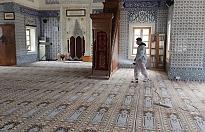Girne'deki camiler ilaçlandı