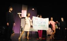 """""""Ev Yapımı ?"""" isimli oyunu Girne Belediyesi Oda Tiyatrosu'nda sahnelendi"""