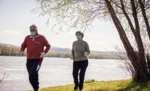 """Güçlü bağışıklık için """"iyi beslen, stresten uzak dur ve egzersiz yap"""" önerisi"""