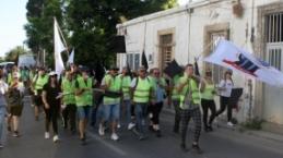 Esnaf Girne'den Lefkoşa'ya yürüdü