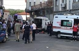 Düzensiz göçmenleri taşıyan araç kaza yaptı:...