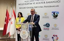 """Çavuşoğlu: """"Ülkemizin geleceğini en iyi..."""