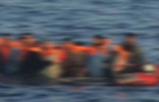 ENDONEZYA'DA 70 KİŞİYİ TAŞIYAN TEKNE ALABORA...