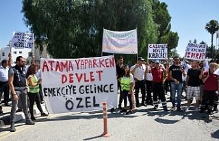 CAS ÇALIŞANLARI BAŞBAKANLIK ÖNÜNDE OTURMA EYLEMİ...
