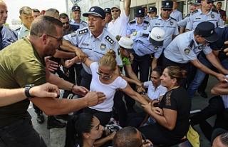 ERCAN'DA EYLEMCİLERLE POLİS ARASINDA ARBEDE ÇIKTI