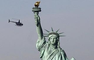 NEW YORK'TAKİ ÖZGÜRLÜK HEYKELİ'NDE PROTESTO...