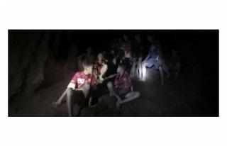 TAYLAND'DA MAĞARADA KAYBOLAN ÇOCUKLAR BULUNDU
