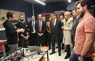 """Başbakan, """"İTÜ Çekirdek Erken Kuluçka Merkezi""""nde..."""