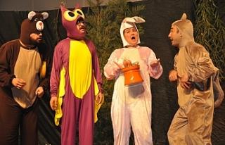 """""""Becerikli Kanguru"""" adlı çocuk oyununu sahneledi"""