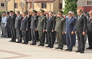 Güzelyurt'ta Atatürk Anıtı önünde tören