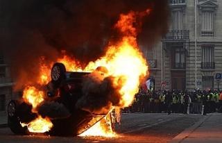 Fransa'daki gösterilerde 17'si polis 118...