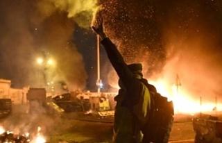 Fransa'da sarı yelekliler otoyol gişesini ateşe...