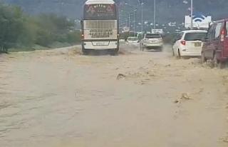 Lefkoşa-Girne anayolunda trafik, su birikintilerinden...