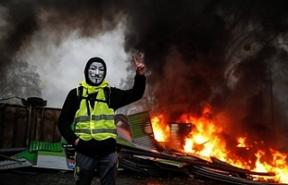 """Macron """"Sarı Yelekliler"""" isyanını durduramıyor"""