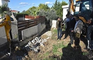 Ozanköy'de derenin önünü kapatan perde duvarı...