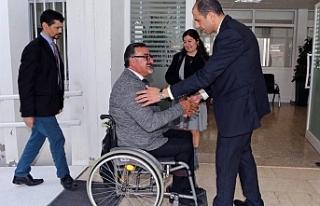 Özersay, Devlet adına engelli bireylerden özür...