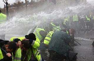 Paris'te Sarı Yelekliler eylemi sürüyor