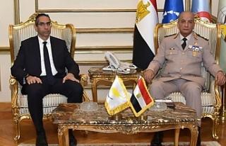 Rum Savunma Bakanı, Sisi ile görüştü