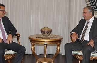 Görüşme sonrası Cumhurbaşkanı Akıncı ve Başbakan...