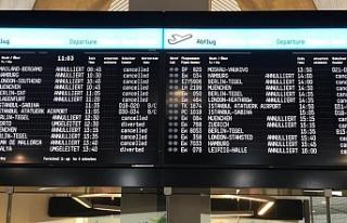 Almanya'daki 3 havalimanında uyarı grevi yapıldı