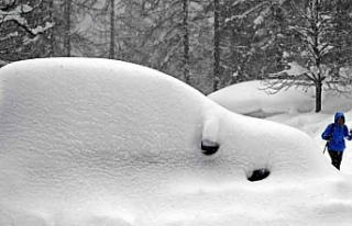 Avusturya'da yoğun kar yağışı hayatı olumsuz...
