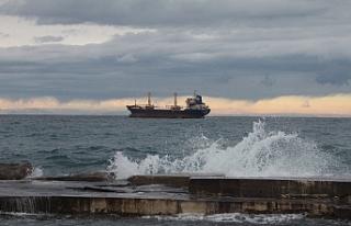 Fırtına etkisi...Bazı gemiler Girne açıklarına...