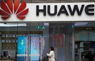 Huawei'den yeni yıl tweetini iPhone ile atan çalışanlarına...