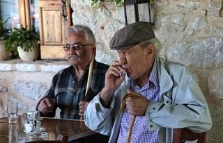 Kıbrıs'ın güneyinde her beş emekliden biri...