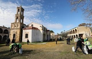 Manastırda iki toplumlu temizlik