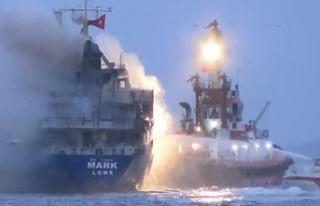Pendik'te gemi yangını! Personel tahliye edildi