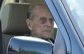 Prens Phillip emniyet kemersiz araba kullanırken...