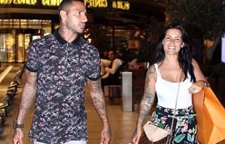 Quaresma'nın eşi çocuklarıyla birlikte İstanbul'dan...