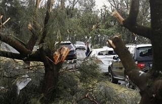 Avustralya'daki fırtına 40 bin ev ve iş yerini...