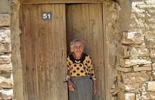 Kalavaç köyü sakinlerinden Ayşe Cangül hayatını...