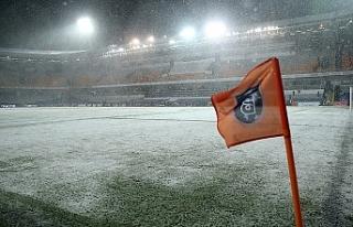 Liderin maçına kar engeli