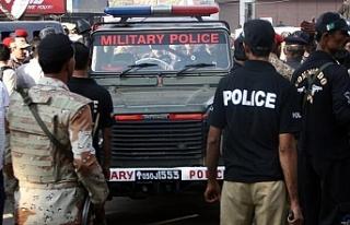 Pakistan'da silahlı saldırı: 4 polis hayatını...