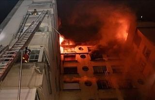 Paris'te bir binada çıkan yangında 8 kişi...