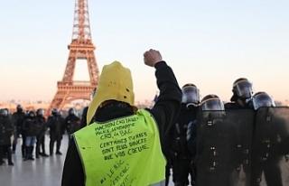 Sarı yeleklilerin gösterisinde polis şiddetine...