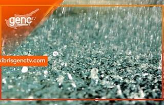 Şiddetli yağış nedeniyle yollarda su birikintileri...