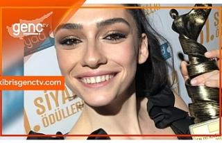 SİYAD En İyi Kadın Oyuncu ödülü Hazar Ergüçlü'nün