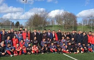 Başbakan, Londra'da gençler maçını izledi