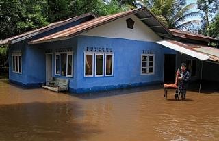 Endonezya'daki sel ve heyelanda ölü sayısı 104'e...