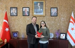 Genç müzisyenden Sadıkoğlu'na teşekkür