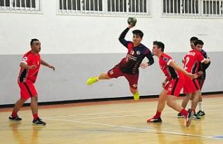 Hentbol U17 erkeklerde üçüncülük UKÜ'nün